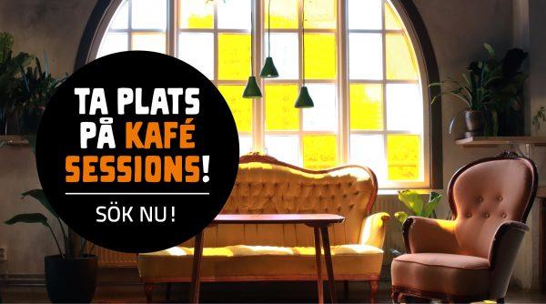 Foto på en soffa, soffbord och två fåtäljer franför Frilagrets fönster.